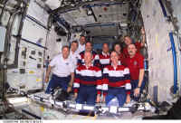 2001 STS105 exp 2 3 crew.jpg (121910 octets)